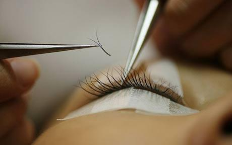 how to become an eyelash extension trainer